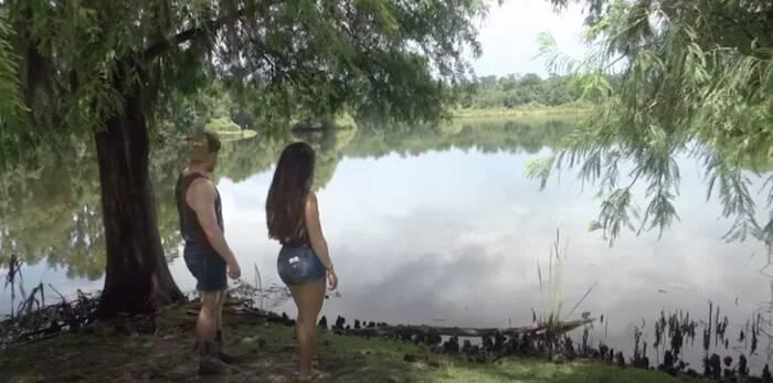 情侶湖邊野餐遇「貪吃鱷魚」嚇壞 牠狂吞「酪梨醬」放下戒心…最後被反將一軍!