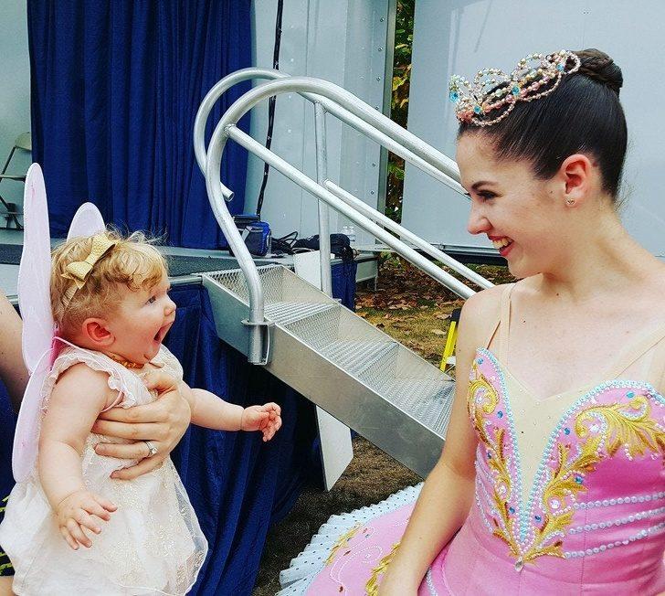 21張「不必特別追求快樂」的日常幸福暖心照 妹妹第一次「看見芭蕾舞者」的表情太經典!