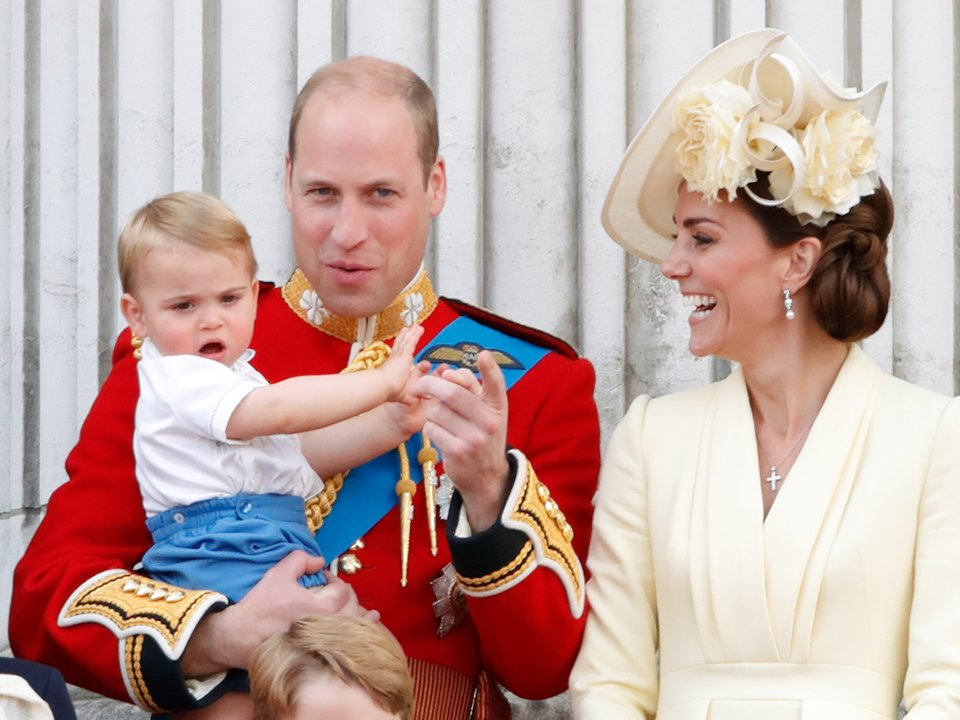 「路易小王子」首次公開亮相!他任性「打破皇室傳統」網友被萌翻:抱緊處理❤️️