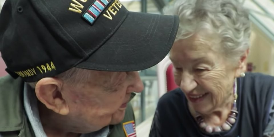 戰後老兵「75年後」找回當年失散的愛人 相聚第一眼「我答應她會回來」全場鼻酸!