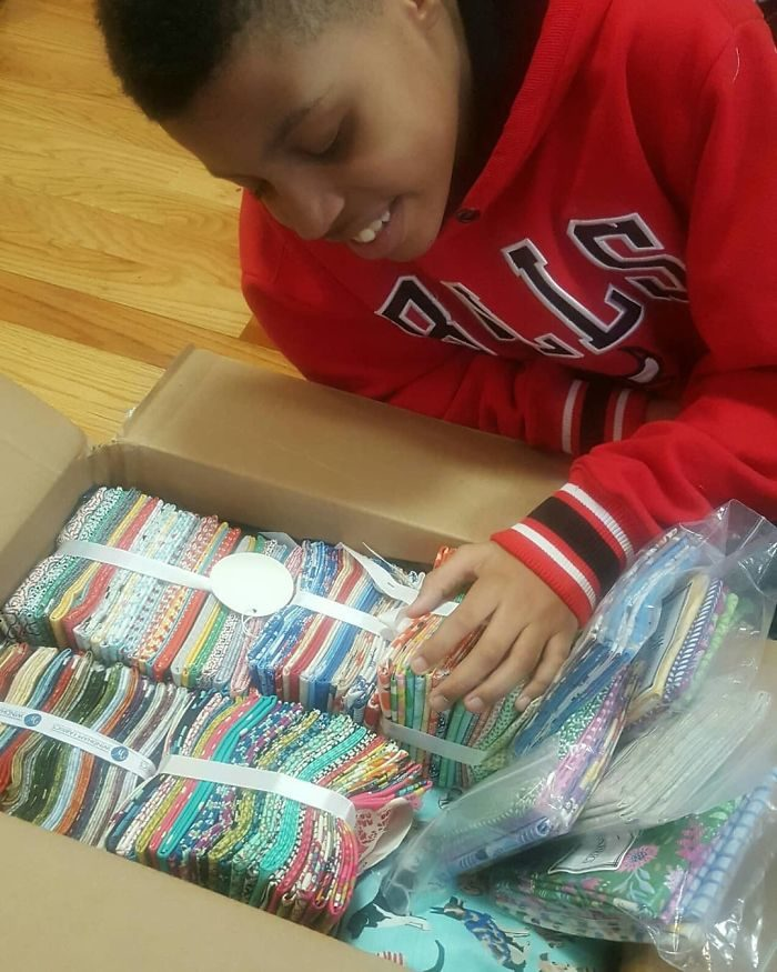 12歲男孩創業當老闆!製作「超可愛領結」送收容所 背後原因超催淚:希望牠們有個家…