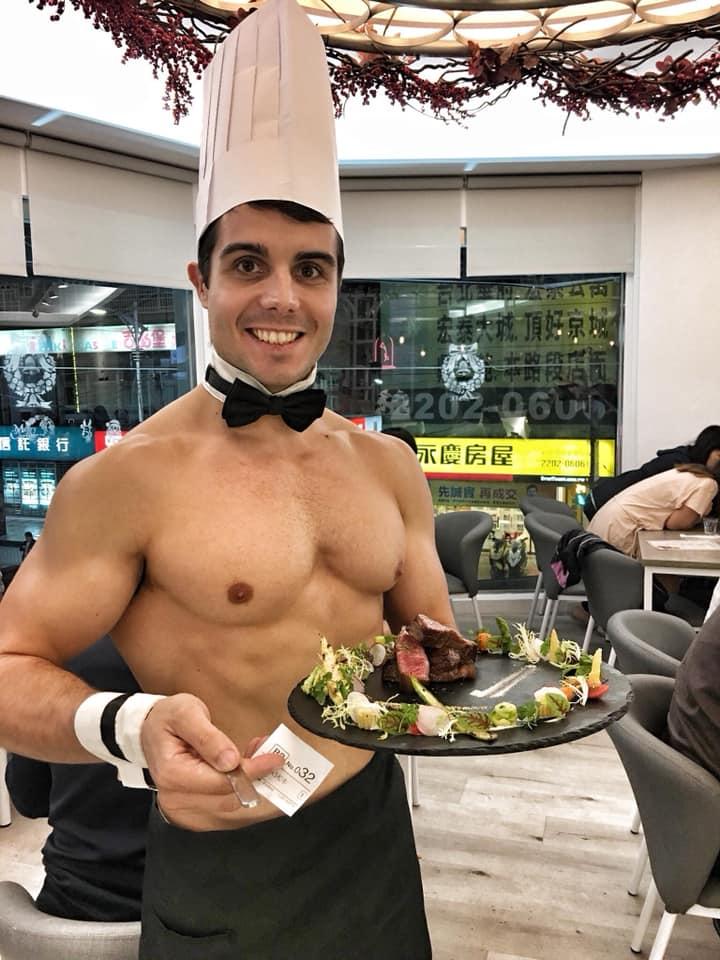 全台唯一「猛男餐廳」就是要妳養出公主病 超害羞「桌邊服務」連老司機都會臉紅!