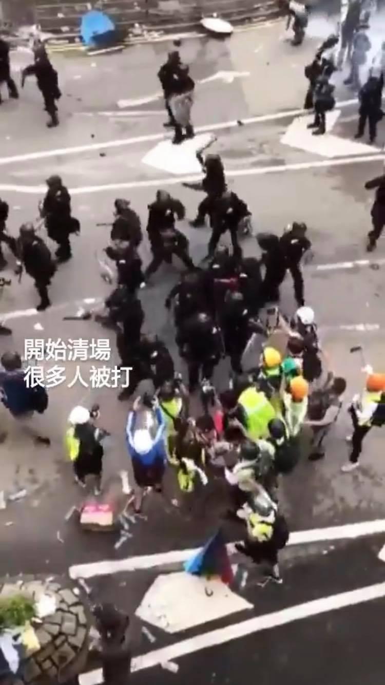 台女支援反送中!港警朝人臉「狂噴胡椒水」 物資被「相關人士」搬光…她:別讓台灣變這樣