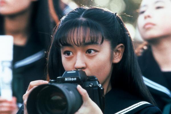 日本電視台訪問「素人女高中生」 網看「超驚人長相」嚇壞:現在10幾歲都長這樣?