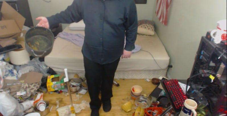 影/網紅公開他「14年未打掃過」的房間!竟直接「生出了一個生態體系」網友嚇到想吐