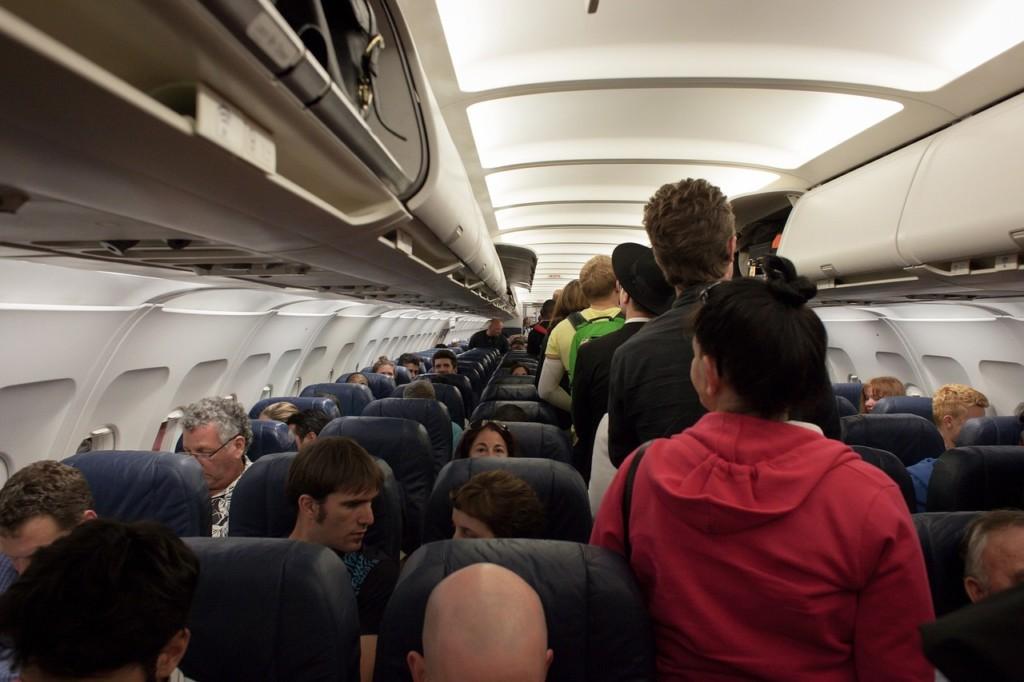 愛睏女一上機秒睡 醒來發現「空姐、乘客全消失」嚇壞!
