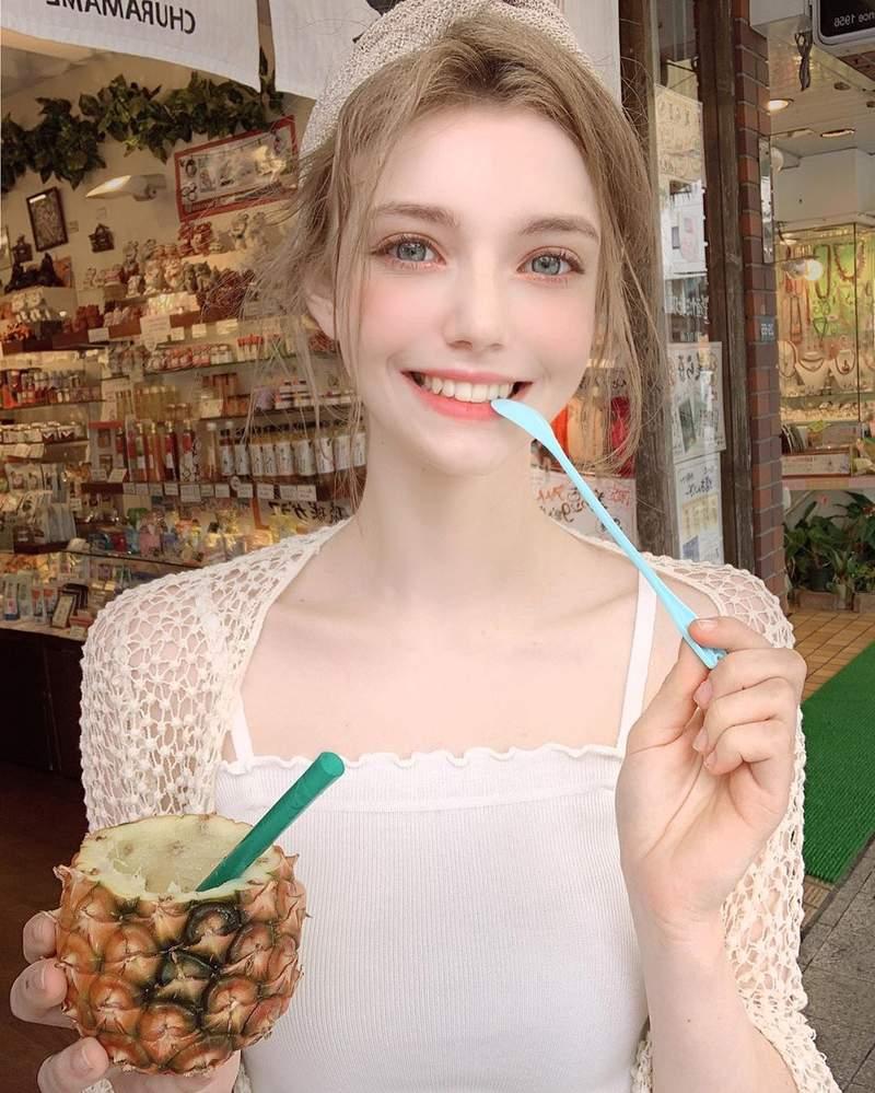 德國「精靈系美少女」爆紅 完美五官「笑起來超萌」網戀愛:她根本不是人類!