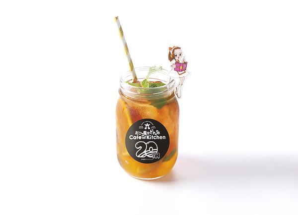 小魔女DoReMi「慶祝20歲了」辦快閃咖啡店 小花的奶瓶「放大2倍」會不會太欠喝❤