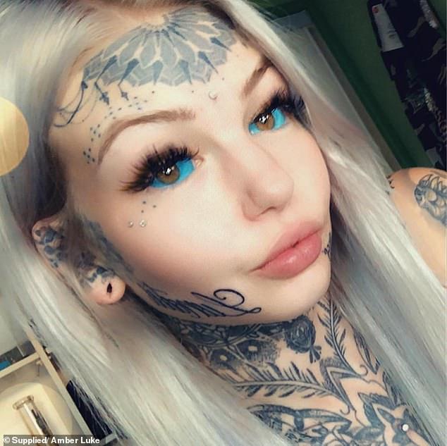 她砸80萬把自己變成「藍眼白龍」  網看到「改造前」的照片驚呆:可惜了…