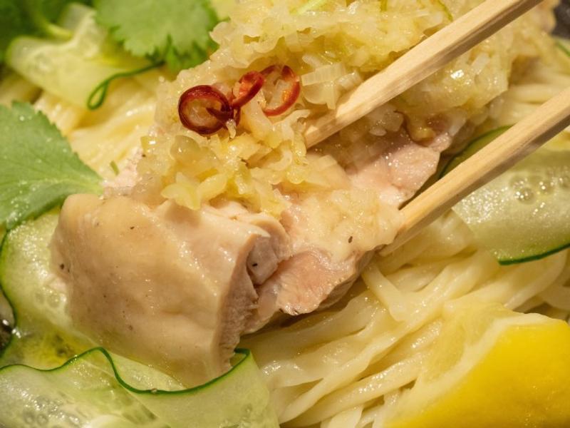 日推「珍奶沾麵」爆紅!超Q口感配上「台灣味」蔥油雞 網大讚:口感很有趣!