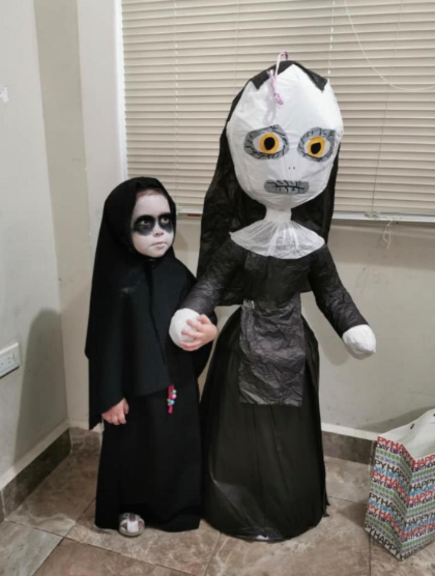 3歲女童辦「鬼修女主題」慶生派對 網看到蛋糕「血紅字跡」嚇壞:確定要切嗎…