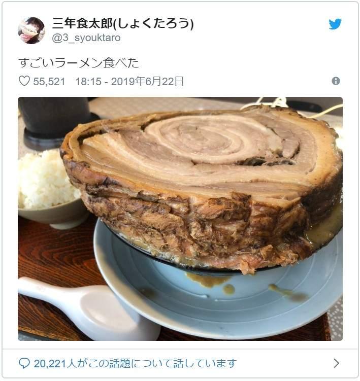 日本「銀河叉燒拉麵」每塊300g起跳 巨大到像「切整片樹幹」麵完全消失!