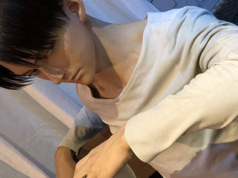 「真人尺寸兵長蠟像」現身大阪環球影城!超結實迷人胸膛+「憂鬱眼神」迷妹秒戀愛❤️️