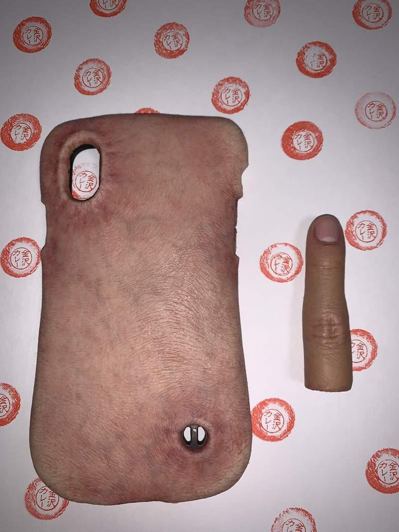 國外瘋傳超獵奇「人肉零錢包」 想投錢還要「把嘴唇扒開」網崩潰:手指被吃掉了…