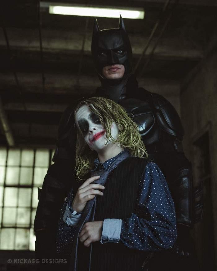 8歲男童在學校不開心!攝影師幫他打造「變勇敢的小丑裝」 當「敵人出現時」他終於笑了