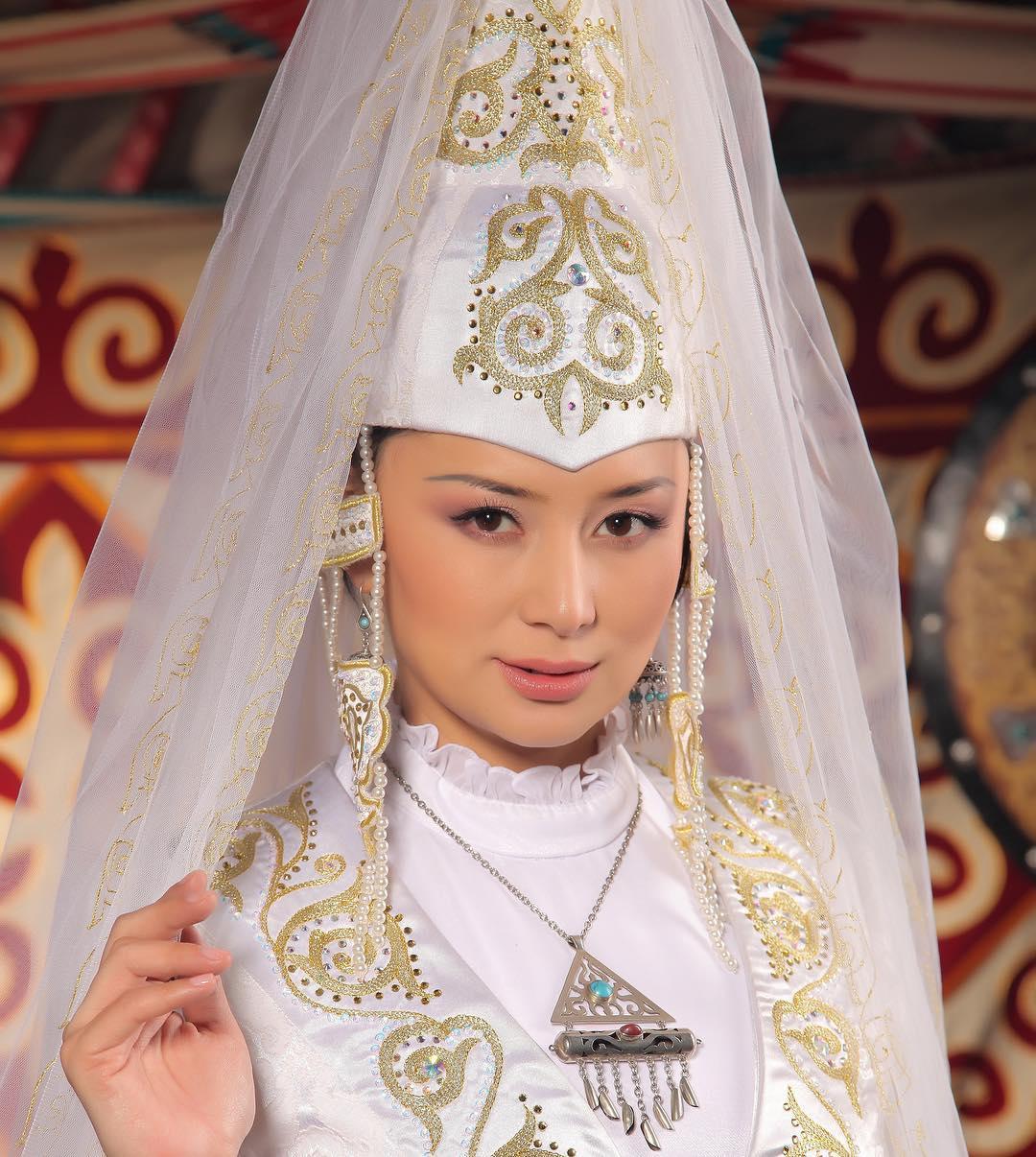 22個不同國家的「絕美傳統婚紗」 波蘭新娘根本「森林的精靈」!
