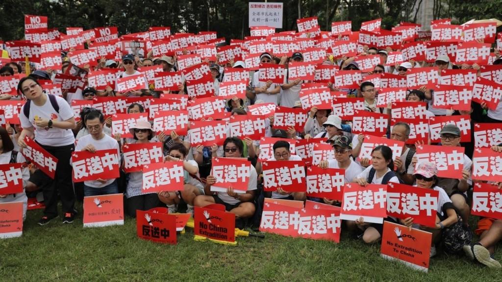香港重要路段突發生「多起連環車禍」卻超和平 網爆「無擦撞」內幕:這是最後抵抗!