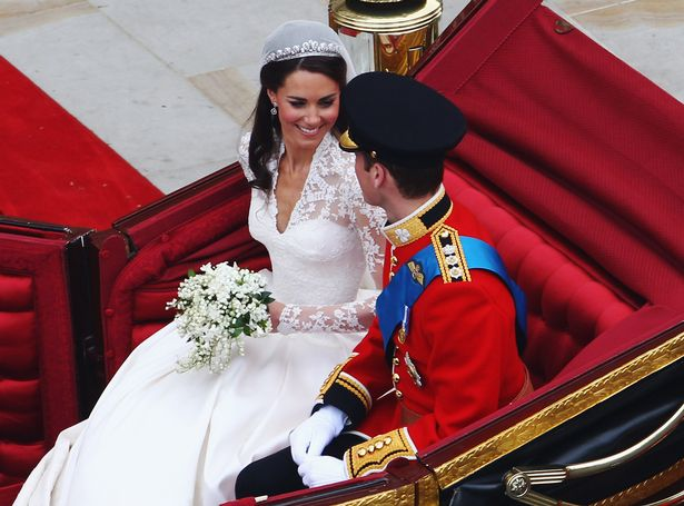 凱特和威廉分手後竟穿「超辣護士裝」開趴照曝光!知情人士:他像「飢餓小狗」一樣