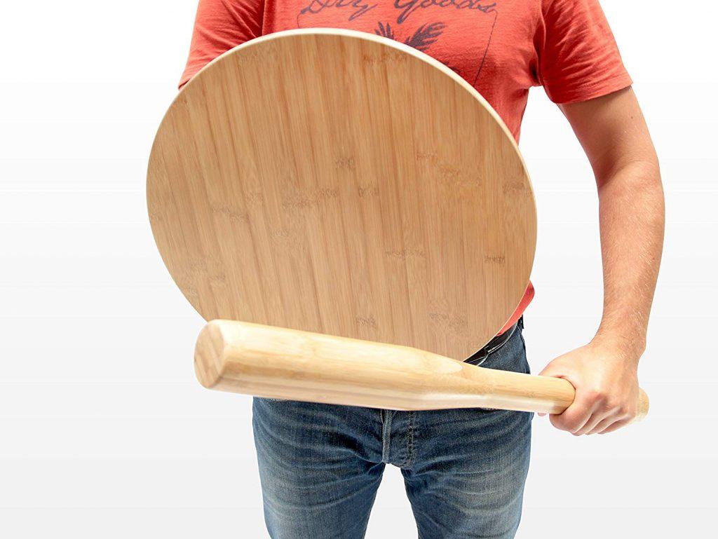 防起床氣必備!超猛床頭櫃可組裝成「防身棍+盾牌」 苦命男友超想買:拿來防爆氣女友