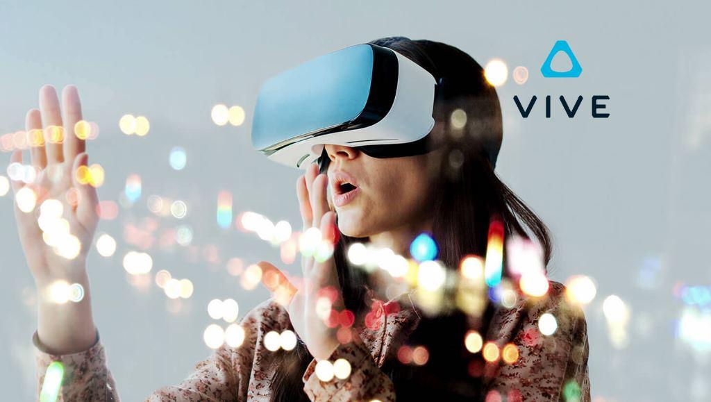 影/宅男「玩VR的真實反應」大爆紅 邊傻笑「幫空氣梳髮」網驚呆:還撥開來壓上去...