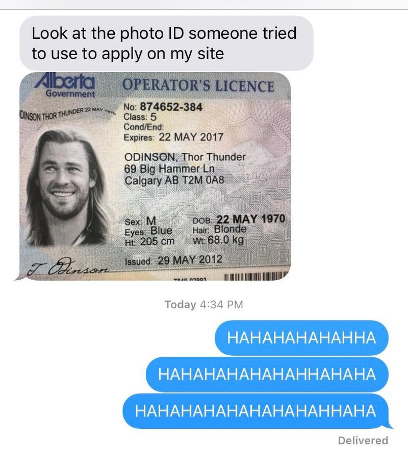 藥局店員請客人秀證件卻收到「雷神索爾的身分證」 網放大看細節笑翻:這身材不科學!