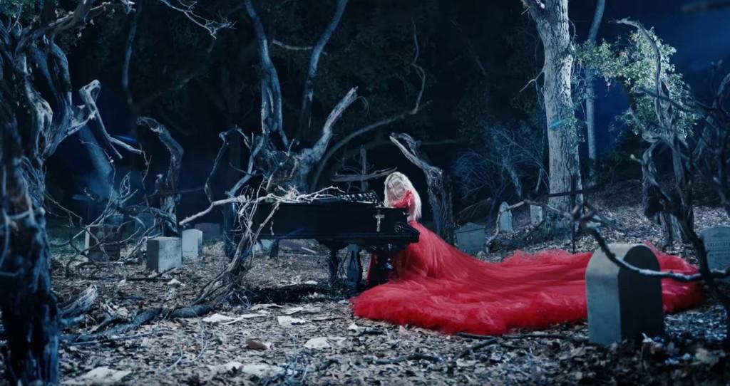艾薇兒最新MV釋出!搖滾女神變身「暗黑吸血鬼」歌詞竟藏對渣男最沉痛表白