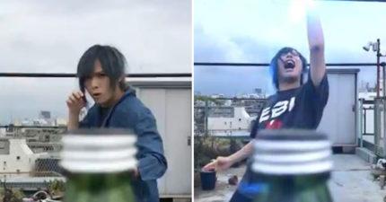 日網友打造「超奇葩踢瓶蓋挑戰」 他最後「出動衛星一秒KO」網:真的佩服了