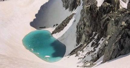 阿爾卑斯山3千米驚現「詭異藍湖」 他PO出「超夢幻奇景」專家激動警告:地球有危險!