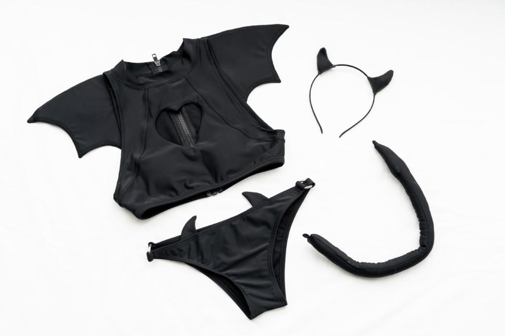 繪師設計出超性感「魅魔泳裝」挑戰色氣極限 「小翅膀+尾巴」撩人到男網友全暴動!