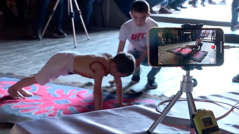 2小時做「3000次」伏地挺身!6歲神童打破國家紀錄 「超豪華獎品」家人爽翻