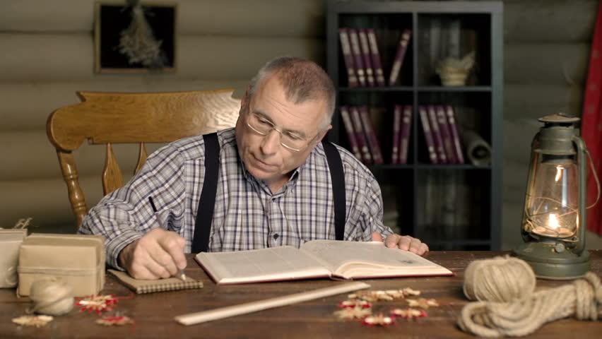 70歲爺爺補習學ABC 他發豪語「想考上醫科」被笑…1年後領著「成績單」惹哭老師!