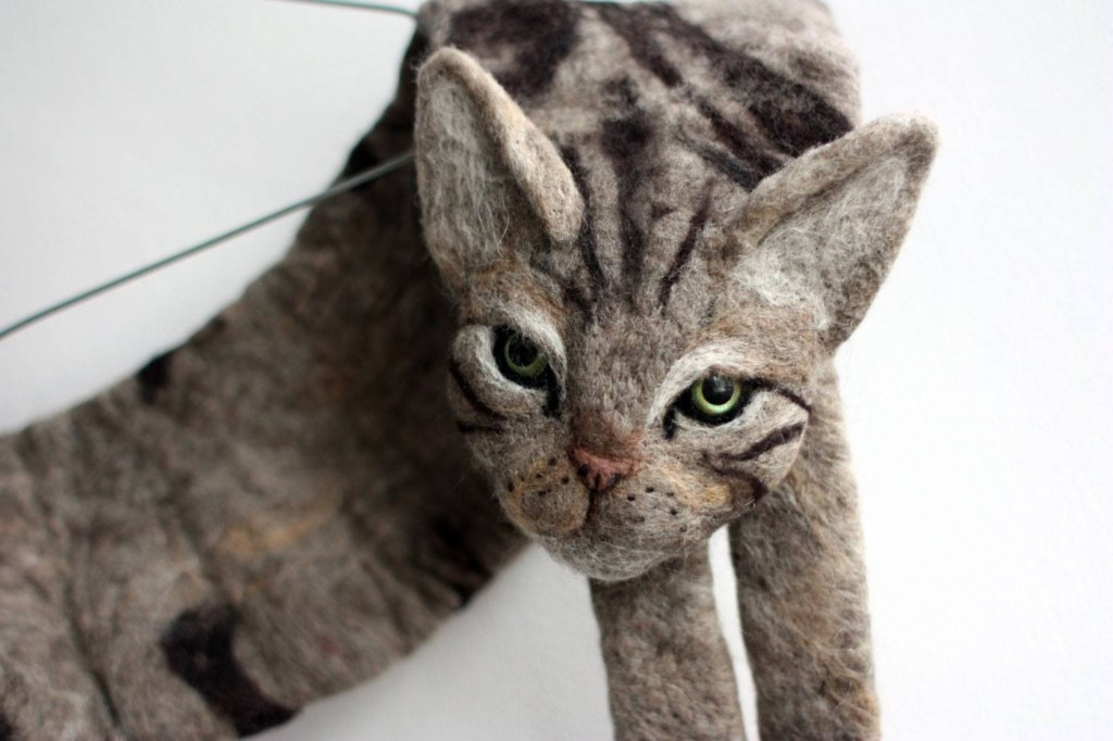 藝術家打造「神還原動物外型」的超狂圍巾 把「超兇貓皇」披在身上…絕對沒人敢惹你!