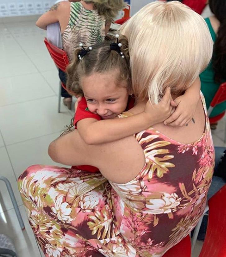 暖心爸「變成女人」參加女兒的學校日 背後暖心理由讓網淚崩:完成她的心願!