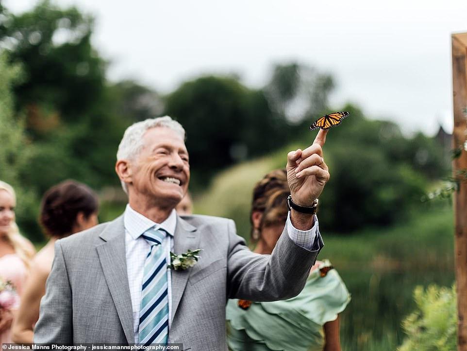 婚禮上飛來「蝴蝶」停爸爸指尖不肯走 還靜靜聽完儀式...媽媽秒懂真相淚崩:她回來了QQ