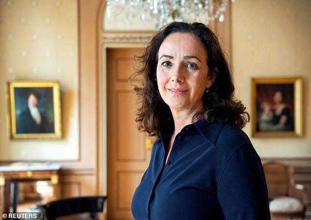 首位女市長剛上任「荷蘭紅燈區」就準備被消失 她「下令關窗」竟是為了保護女人!