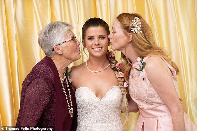 孫女結婚請「83歲阿嬤當小花童」帶走紅毯 背後「深刻意義」網友大讚:是神聖的任務!