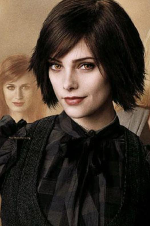 還記得《暮光之城》最美吸血鬼嗎?老公旁「上空大解放」網害羞:比之前更辣