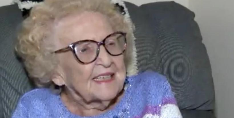 百歲爺爺在養老院「遇103歲真愛」 甜蜜騎「電輪車」約會:陪她走到盡頭!