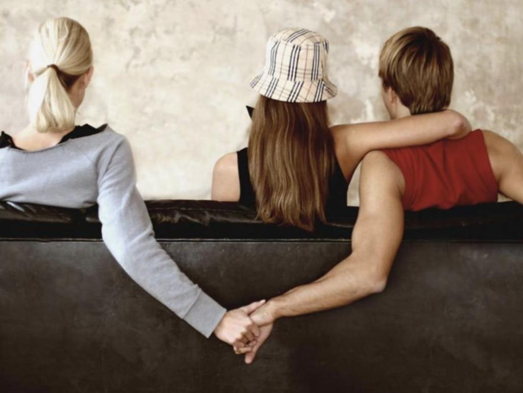 10年閨蜜「介紹對象」給她 交往後發現「詭異巧合」起疑…攤牌還被嗆:我只是太寂寞!