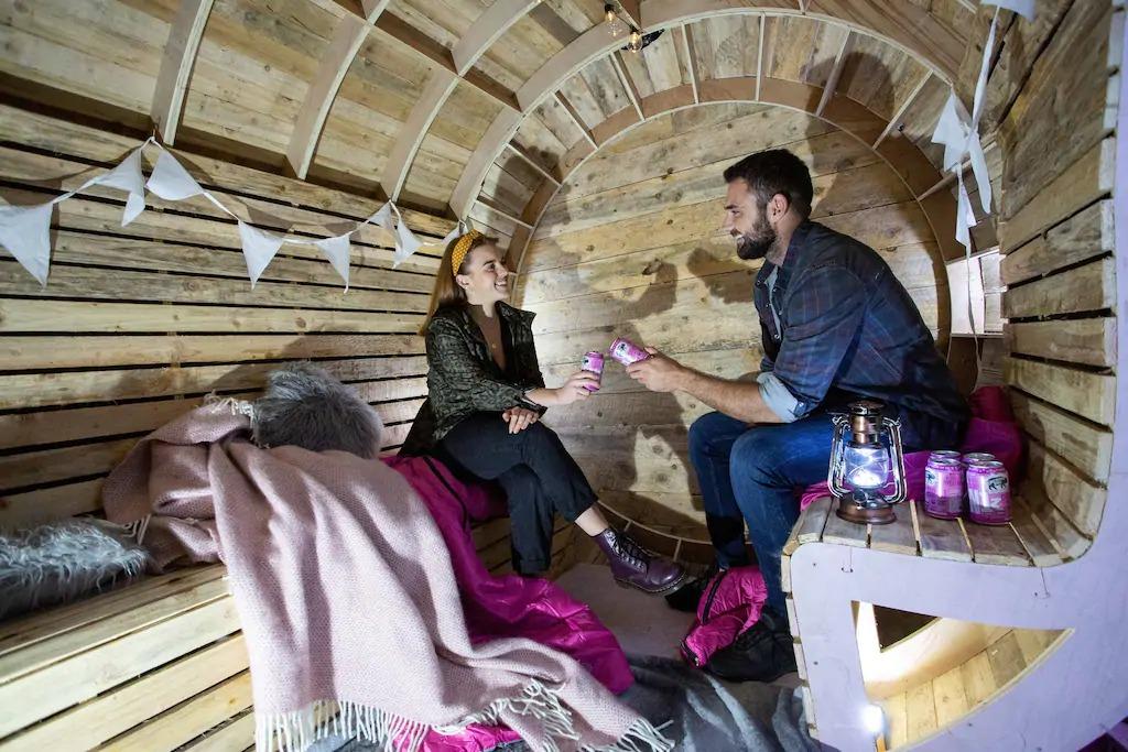 國外推「粉紅豬迷你艙」萌翻眾人 內部「獨特設計」讓你睡在酒桶世界!