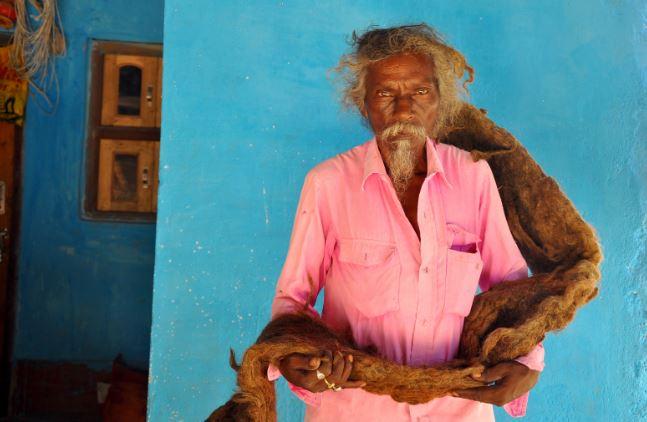 印度男堅持「40年不剪不洗頭髮」 他公布「放任長到183公分」的原因:上帝來找我!