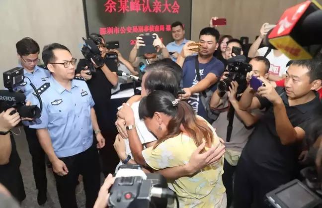 中國用「老人濾鏡技術」找回走失男孩 爸媽「隔了18年」重新見到他…超催淚瞬間曝光!