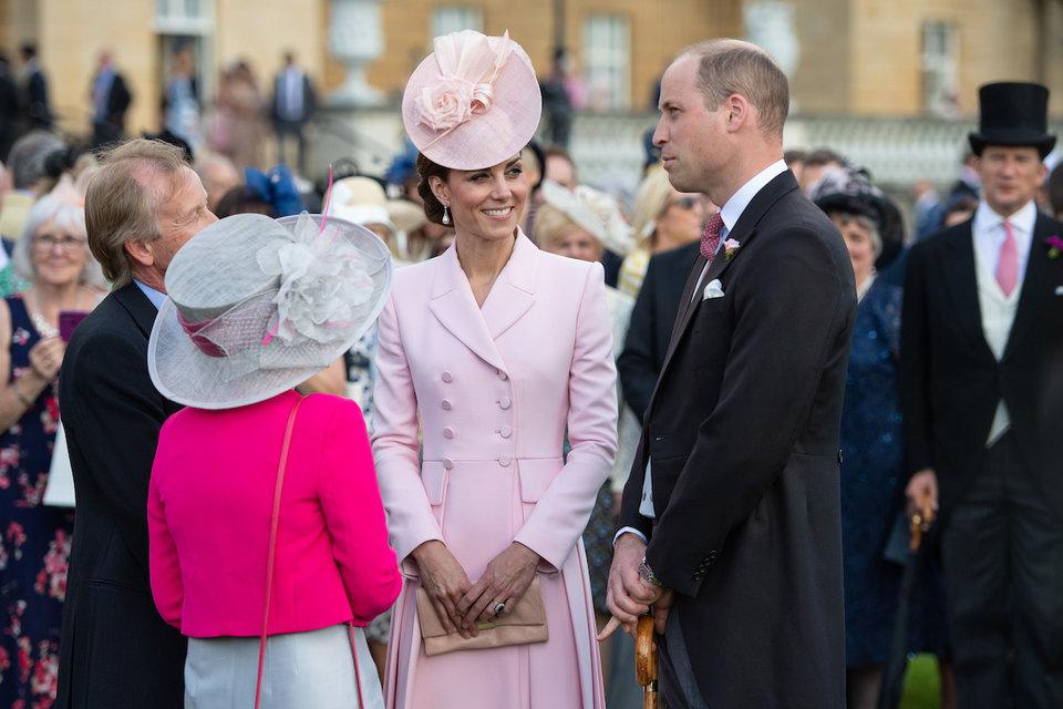 為什麽英國皇室禁止「和民眾自拍」?梅根證實「超意外原因」網秒懂:後果很嚴重…