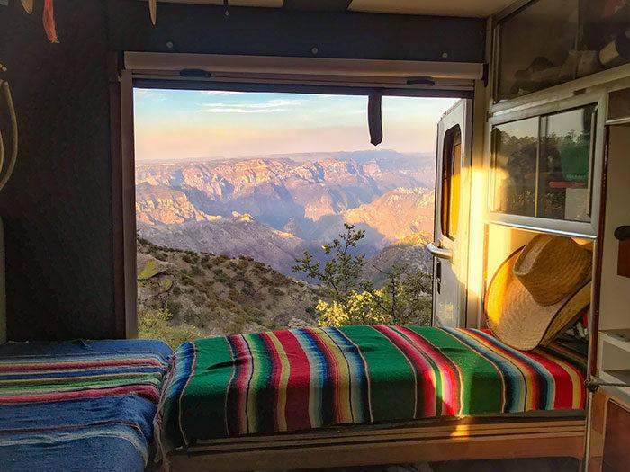 你自由嗎?這就是外國目前「最夯旅行模式」 環遊世界再也沒難度:車上開到哪,家就在哪