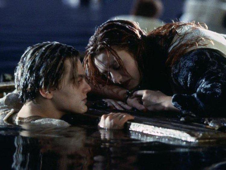 網狂吵「傑克能不能活下來?」蘿絲慘遭殃 「原劇本」曝光:他爬上去也沒用!