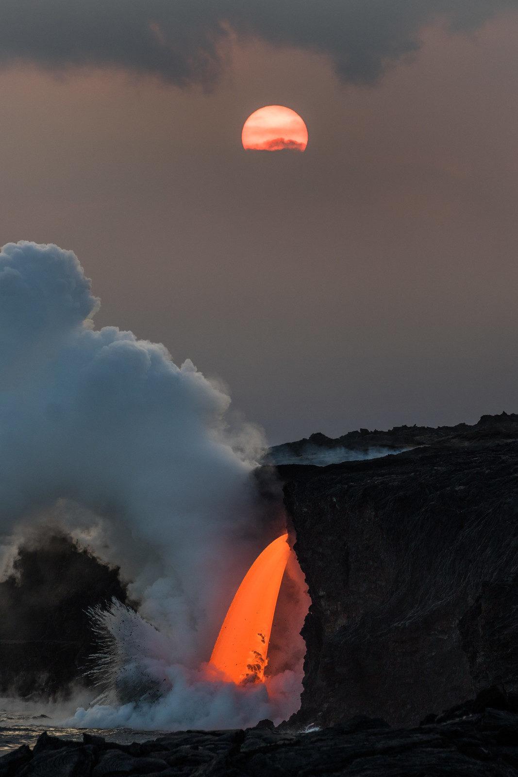 22張照片證明「大自然根本是一門神秘學」 當熔岩流入大海...畫面太驚人!