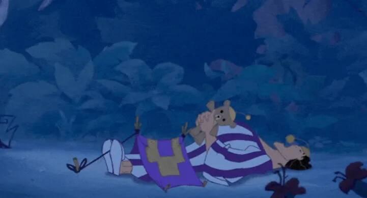 14張「長大後才發現太可怕」的迪士尼場景 《變身國王》的高剛在森林裡「搭帳篷」!