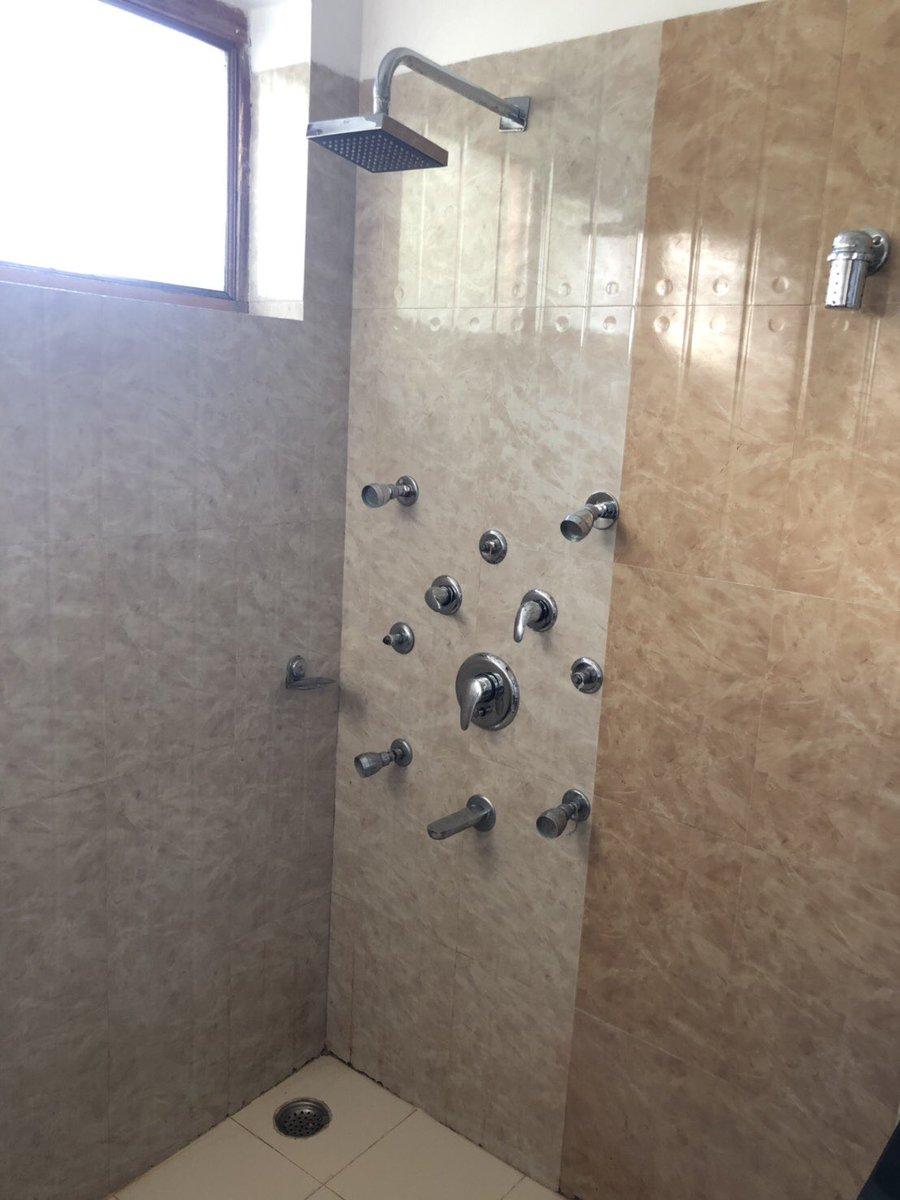 印度淋浴間「超奇葩設計」被瘋傳 他看超久卻「找不到開關」網笑翻:開錯會被砸!
