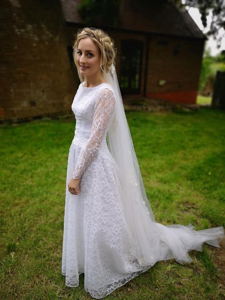 她買「二手舊禮服」當婚紗 神加工後「超夢幻成品」被狂讚...成本竟不到2千塊!