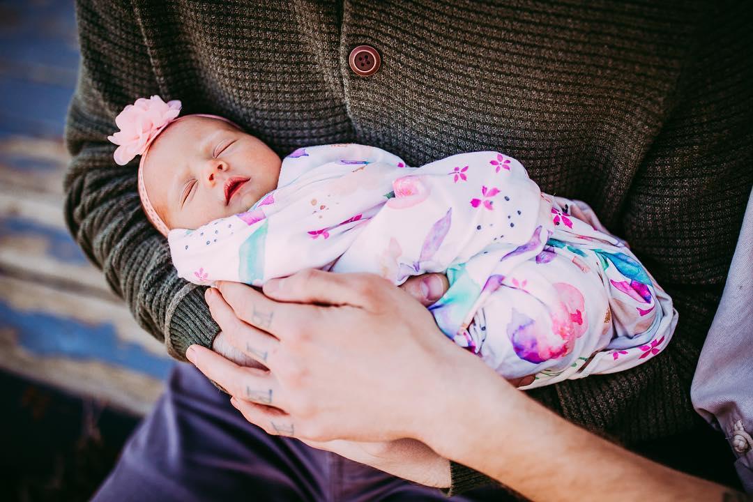 61歲阿嬤幫兒子圓夢「生下自己的孫女」!寶寶有2個爸爸但「媽媽來源」更驚人